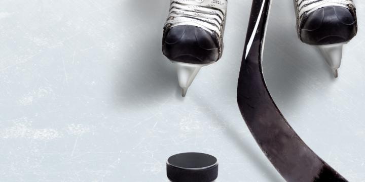 hokeja atribūtika: slidas, nūja un ripa